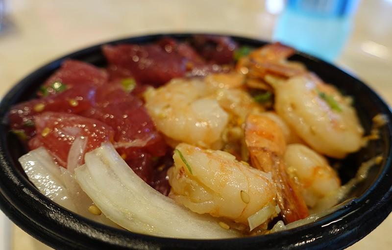 ハワイ旅2日目 ランチはニコスピア38で絶品ポキ丼!とふりかけアヒ!