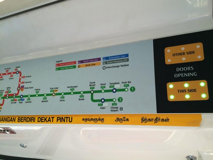 シンガポール地下鉄車内