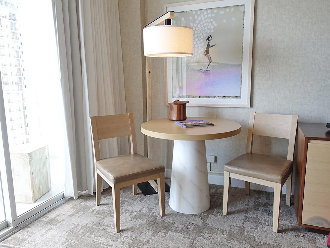 パシフィックビーチホテルテーブル